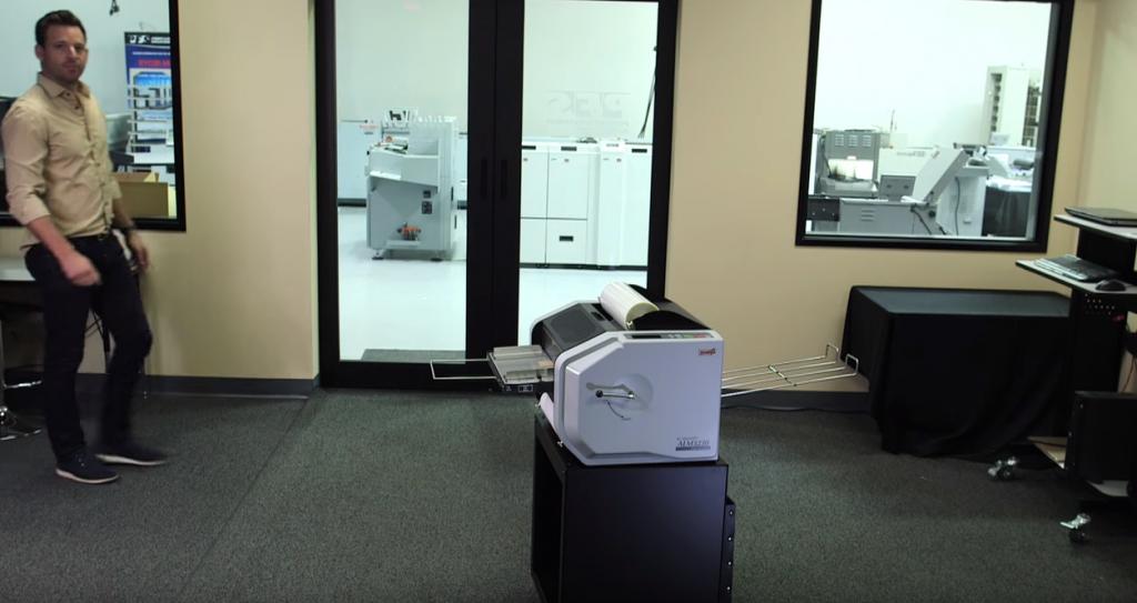 大きさは卓上サイズです。オフィスに簡単に導入できるサイズです。