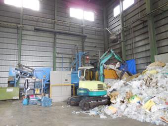 収集運搬から中間処理に業務を拡大。工場の中核は、RPF製造設備。