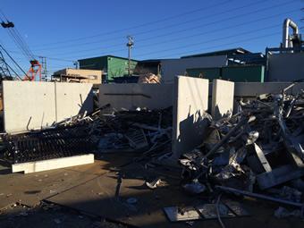 鉄・非鉄リサイクル原料の一時保管用のコンクリート擁壁