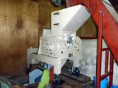10数年前の中国製ペットボトル粉砕機の入れ替えを行いました。