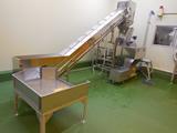 生鮮卸売市場へキャベツの粉砕脱水機を納入。カット野菜の生産と廃棄品の家畜飼料化に活用いただいています。