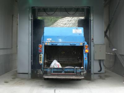 パッカー車用 自動洗車機 門柱固定式2本ブラシ側面洗車機