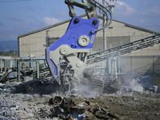 鉄筋コンクリートを圧砕1