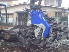 鉄筋コンクリートを圧砕2