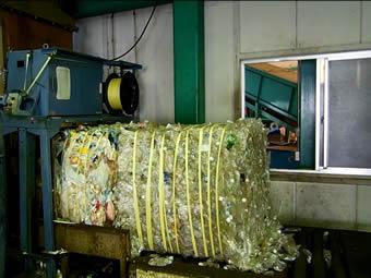 プラスチックは1m角に梱包します。