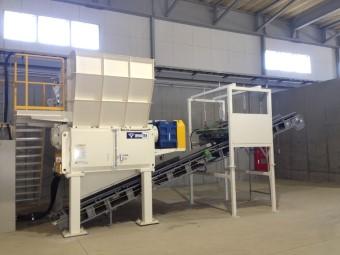 古紙や紙類などを固形燃料に加工する中古RPF製造設備を納品
