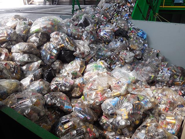 北陸の廃棄物処理業者様へ飲料容器リサイクルプラントを納品いたしました。