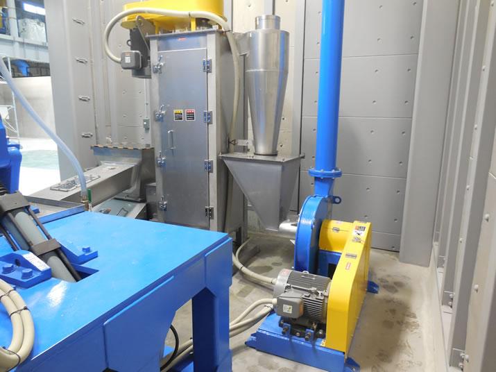 銀色が脱水機。黄色と青がブロアです。